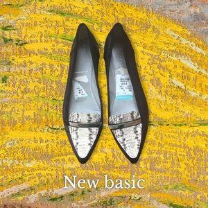 Beautiful Women'sCalvin Klein Flat shoes Size 8,5